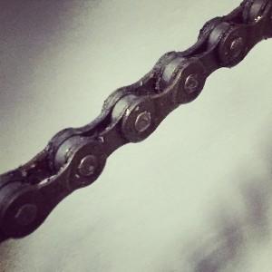 jak smarować łańcuch motocyklowy